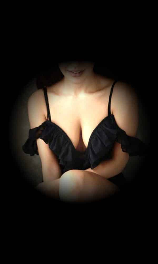 Richa Escort Girl Aerocity